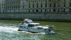 C'est la Vie on the Seine
