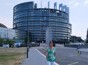 Nuala outside the main enterance to the Parliament