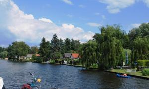 Holiday homes along the lake side