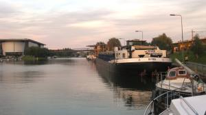 We are not the only ones moored at VW- by evening time there was a line of barges