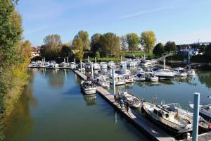 Overall view of Chalon Marina