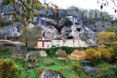 Maison Forte du Reignac- Castle in a rock face