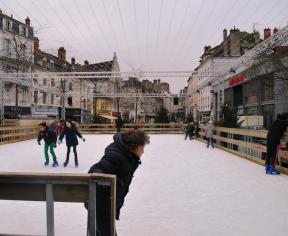 Artificial ice ring in Place de Beaune Chalon